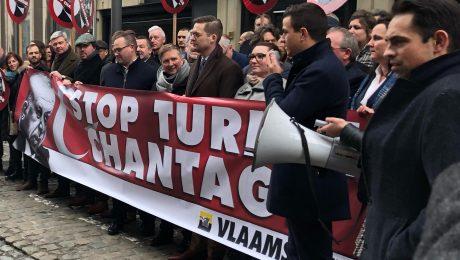 "Vlaams Belang betoogt aan ambassade Turkije: ""Stop Turkse chantage"""