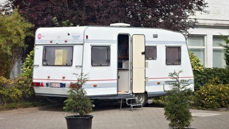 """Vlaams Belang """"gedegouteerd"""" over praktijken Fedasil tegen vakantiesector"""