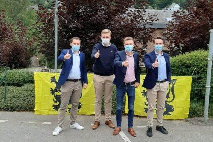 Vlaams Belang Jongeren hangen Vlaamse vlaggen op in Trois-Ponts
