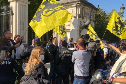 """Vlaams Belang blokkeert de Wetstraat, """"want de Wetstraat blokkeert Vlaanderen"""""""