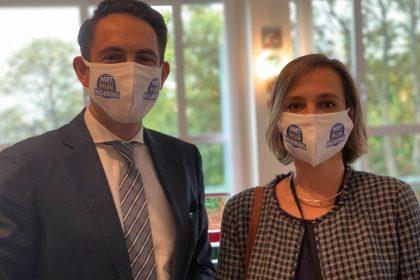 """""""Niet mijn regering!"""": VB-Kamerleden dagen met bijzondere mondmaskers op bij regeerverklaring"""