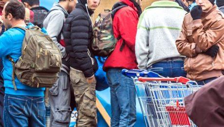 Vlaams Belang niet te spreken over lange rijen asielzoekers bij Klein Kasteeltje