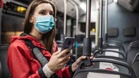 """1 op 3 vrouwen onveilig op openbaar vervoer: """"Nu lik-op-stukbeleid!"""""""
