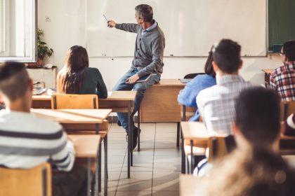 """""""Zelfs na Samuel Paty wordt leraar in de steek gelaten"""""""