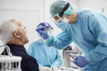 """Aanmoedigingspremie zorgpersoneel: """"veel beloofd, weinig gegeven"""""""