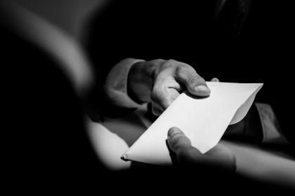 """Minstens 113 klachten tegen lokale besturen over fraude of belangenvermenging sinds 2019: """"Corruptie uitroeien!"""""""