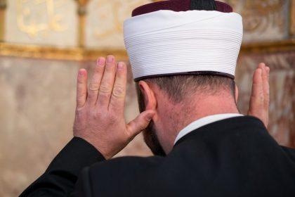 """""""Uitzetting imam was fake news van Sammy Mahdi"""""""