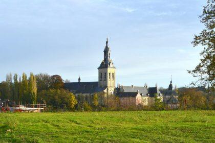 """Kerkbezoek Vlaanderen daalt: """"Wat met de kerkgebouwen?"""""""