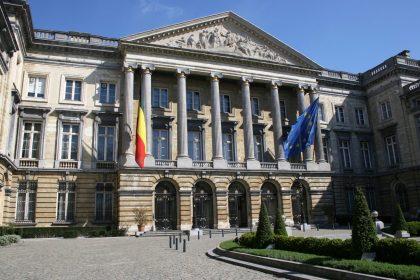 Regering zet parlement buiten spel en weigert zich te verantwoorden: Vlaams Belang vordert afwezige De Croo in parlement
