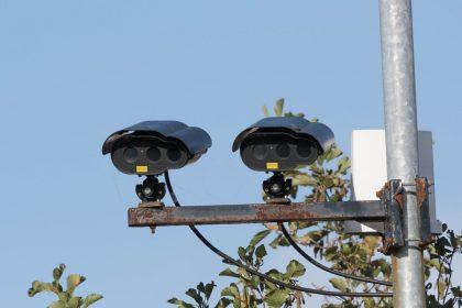 """ANPR-camera's mogelijk misbruikt in Kortrijk: """"Van Quickenborne nam loopje met de privacy"""""""