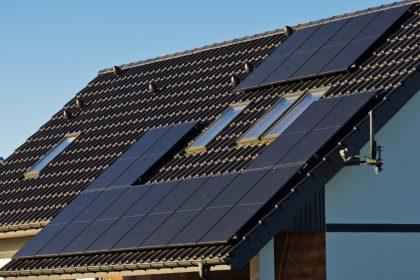 Vlaams Belang eist terugbetaling en oplossing voor dubbele aanrekening zonnepaneeleigenaars