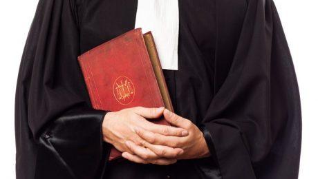 """Juridische term 'goede huisvader' verdwijnt: """"Regering heeft andere prioriteiten dan deze genderneutrale onzin"""""""