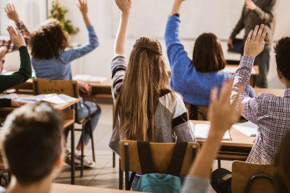 """Vlaams Belang Brussel klopt op tafel voor """"meer en betere plaatsen"""" in Nederlandstalige secundaire scholen"""
