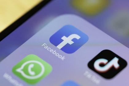"""""""Facebook en Twitter leggen democratie aan banden"""""""