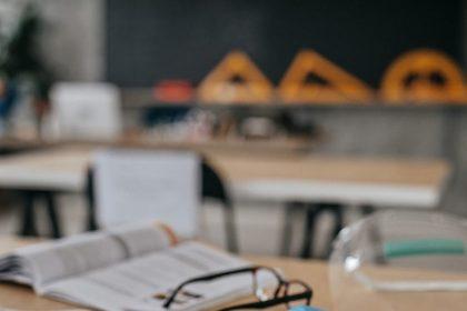 """""""Kwaliteitsalliantie die leermiddelen onderzoekt moet ook expertise leerkrachten en betaalbaarheid stimuleren"""""""