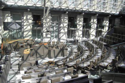 VB zet naar aanleiding van Vlaamse feestdag stemrecht expats en internationale vertegenwoordiging Vlaams Parlement op agenda