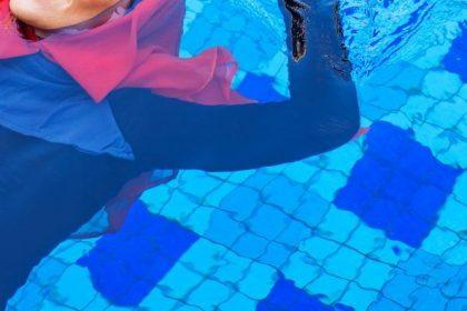"""Vrouwenuren in zwembad Flow: """"Verwerpelijke segregatie"""""""