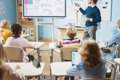 """Onderwijstaken uitbesteden is ondoelmatig: """"Zorg voor een algemene planlastverlaging en educatieve rust"""""""