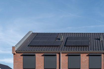 """Hogere stroomfacturen voor huurders met zonnepanelen: """"Oplossing nodig"""""""