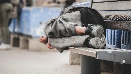 """""""Zelfs bij daklozenopvang laat Vlaanderen zich bestelen"""""""