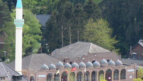 """Decreet Somers """"viseert alle godsdiensten, maar stopt buitenlandse invloed moskeeën niet"""""""