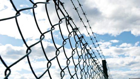 """""""Beveilig instellingen minderjarige criminelen als echte gevangenissen"""""""