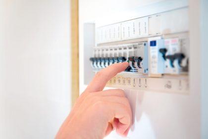 """Vlaamse regering wil pas in 2022 inspanning doen voor lagere energiefactuur: """"Vijgen na Pasen"""""""