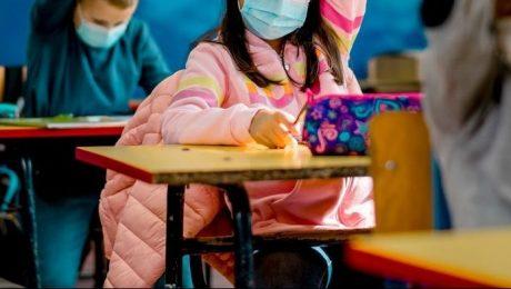 VB tegen mondmaskerplicht in lagere school